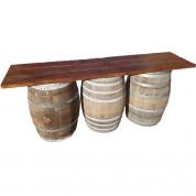 Planke bar med tønder